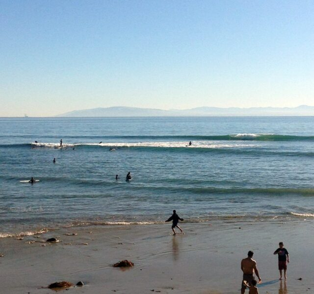 Small Waves and Crowds (Capitola 122913)